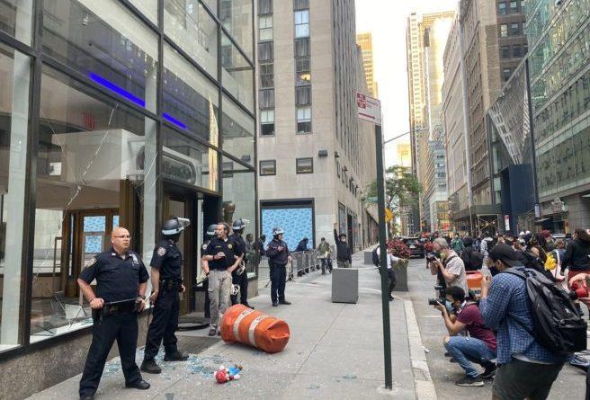 Il Nintendo NYC è stato attaccato dai rivoltosi di Manhattan.